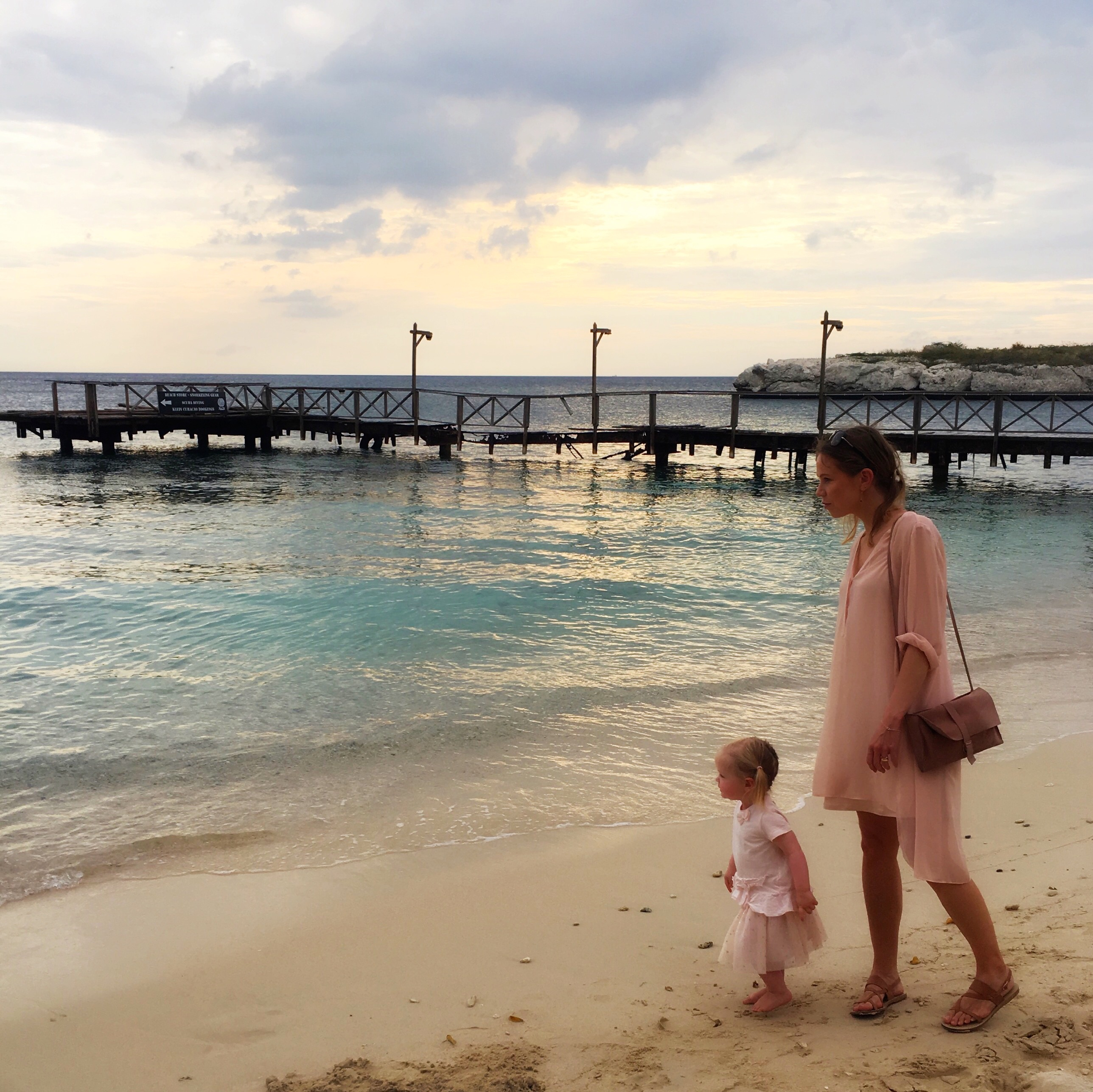22d83ec2c30e I didn't pack a lot of clothes for our beach holiday. Not because I didn't  want to, but because we had one suitcase for three girls: me, my wife and my  ...