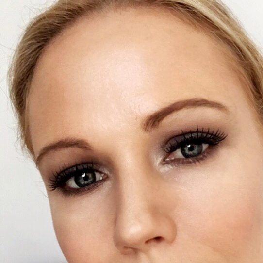 Columns by Kari Smokey Eye Makeup Routine 13