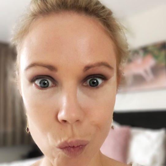 Columns by Kari Smokey Eye Makeup Routine 15